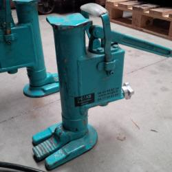 Cric hydraulique 5 et 10 tonnes